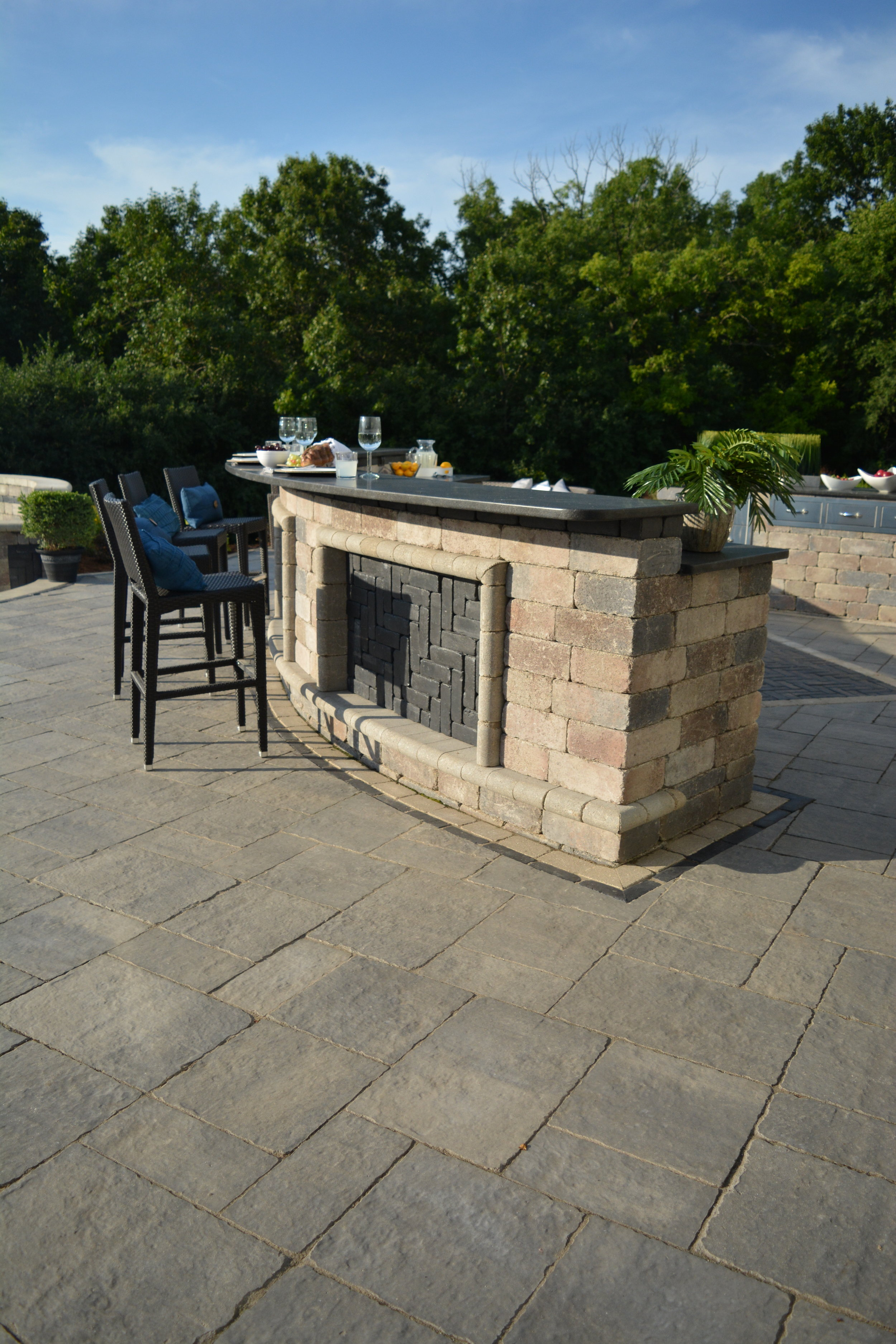 Selecting the Right Outdoor Kitchen Flooring in Oak Brook, IL