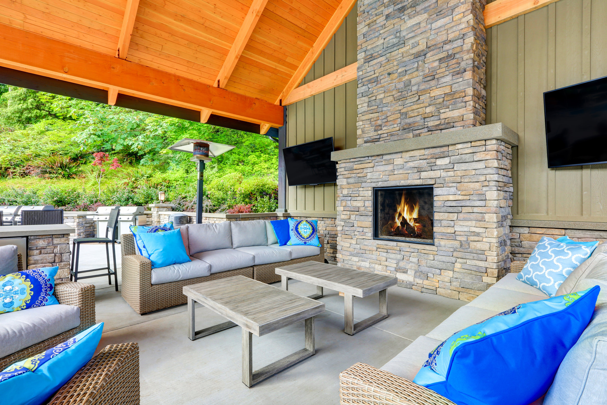 What You Need to Consider When Picking Materials for Your Oak Brook, IL, Outdoor Fireplace