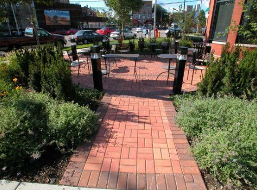 8 Items to Look for in a Commercial Landscaping Contract in Glen Ellyn, IL