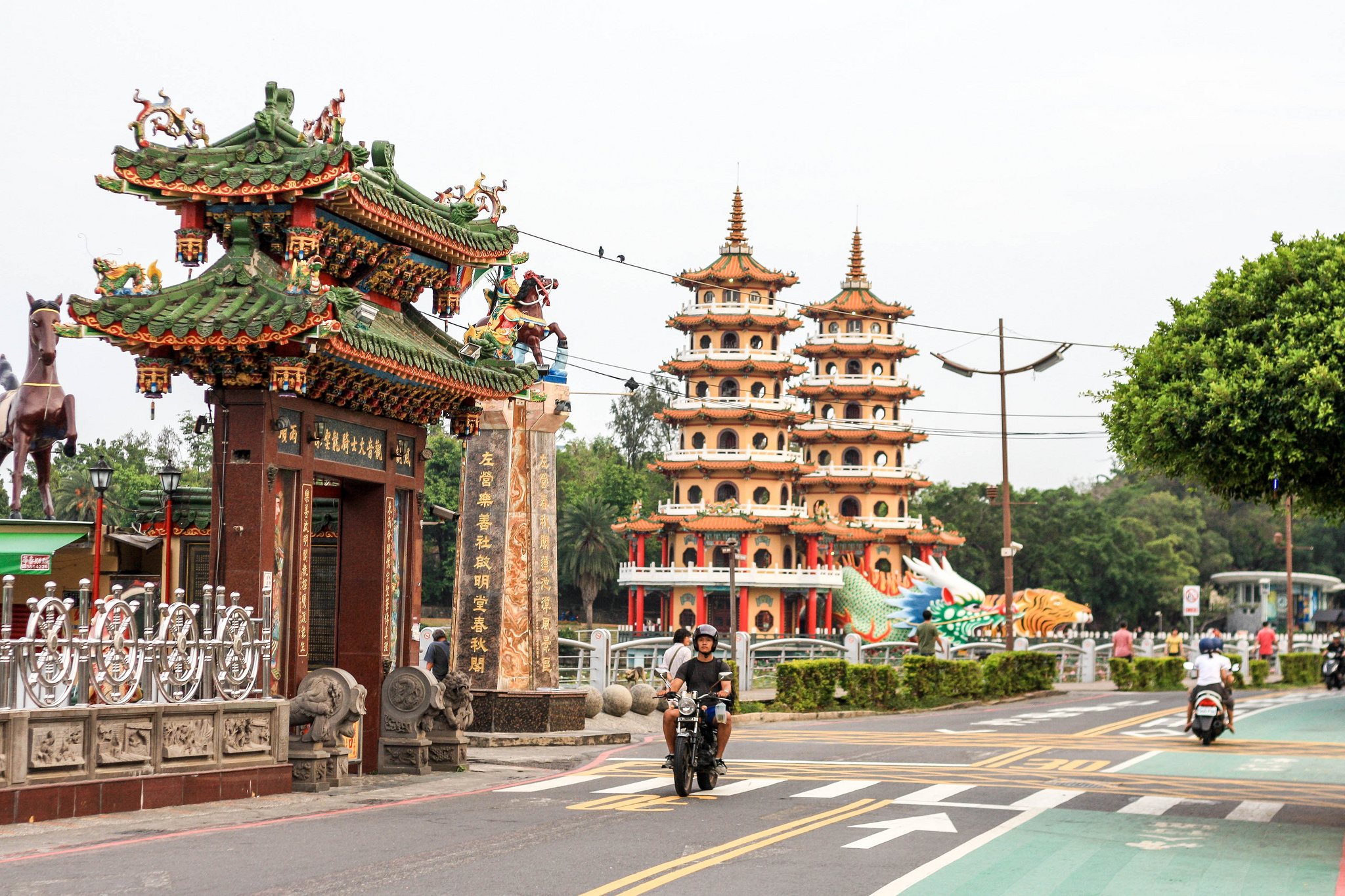 The many temples that surround Lotus Pond in Kaohsiung.