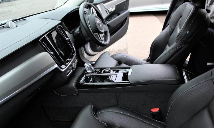 Volvo S90 T8 Hybrid Interior