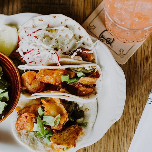 You know you're in Idaho when you can order a potato taco.  And good thing @diabloandsonssaloon Has one of the best in town. Spent one afternoon enjoying the smashed fried potato tacos, tried the catfish taco and followed it with the healthy brew cocktail.  What other taco filling do you know that unique?  #everydamnbite #momlifemadeeasy #theeverygirl #theeverymom #risingtidesociety #thatsdarling #boiseidaho #hellomeridian #meridianidaho #thisisboise #huffposttaste #droolclub #thefeedfeed #instayum #foodblogeats #foodblogging #foodphotography #foodphotos #foodphotooftheday #foodies #eatlifeup #foodiesofinstagram #30daysofinsta #wheretoeatguide #wheretoeatguideboise