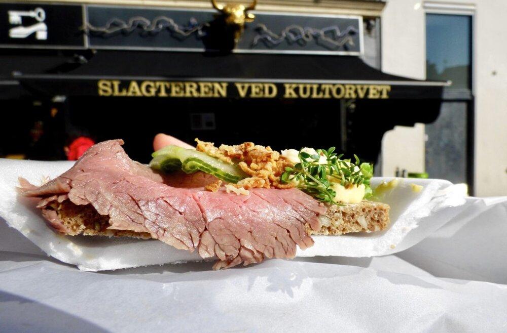 Smørrebrød - Vi har et stort udvalg af smørrebrød, både alm og luxus. Priser ligger fra 16 kr og op, alt efter om det skal være til den lette frokost eller receptionen.