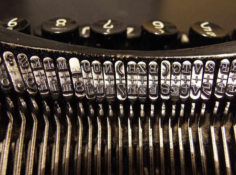 800px-Typewriters.jpg