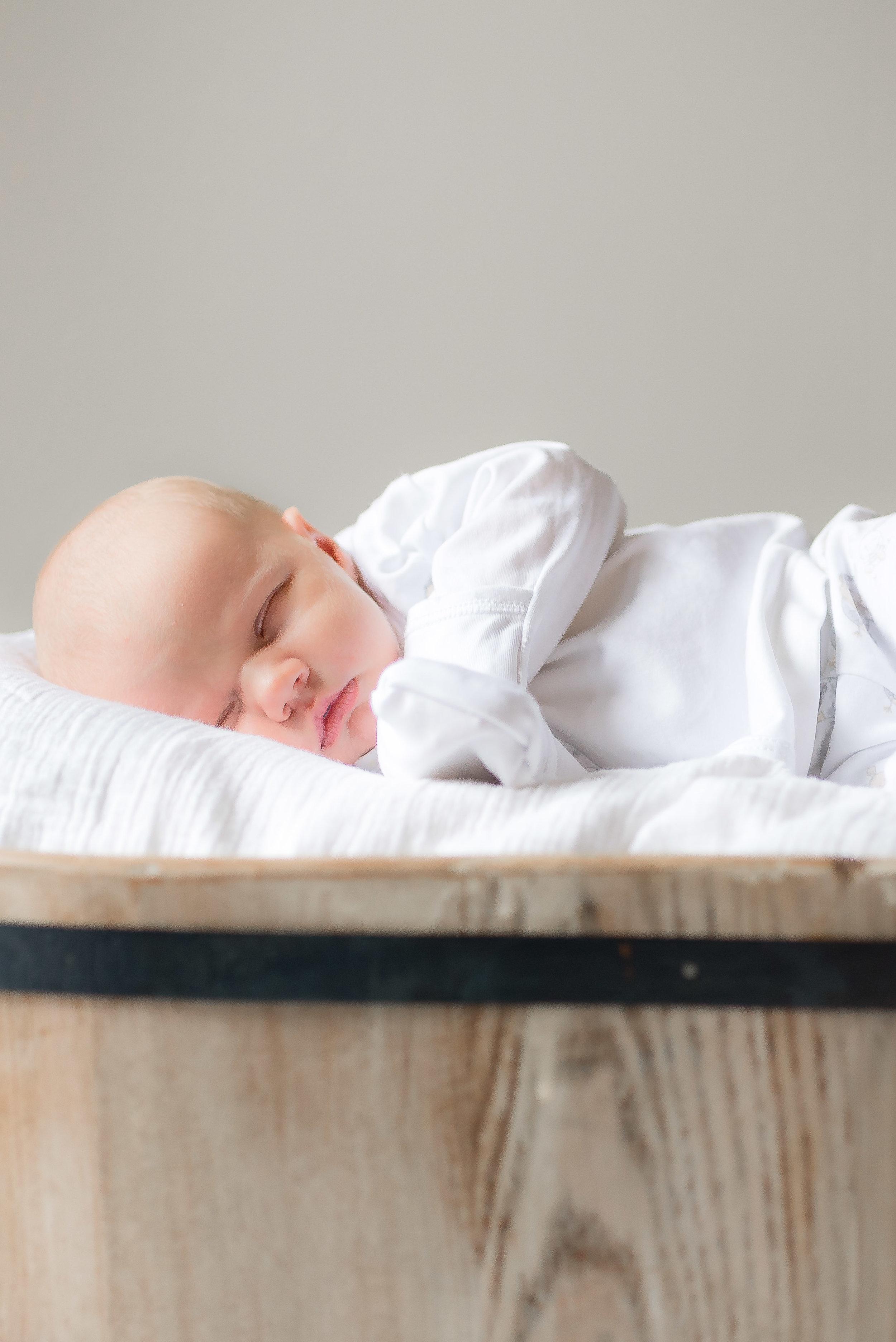 Erin-Fabio-Photography-Everett-Carr-Newborns-Sept-2018-17.jpg
