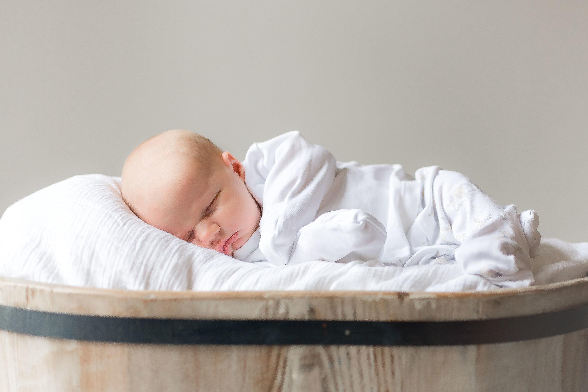 Erin-Fabio-Photography-Everett-Carr-Newborns-Sept-2018-12.jpg