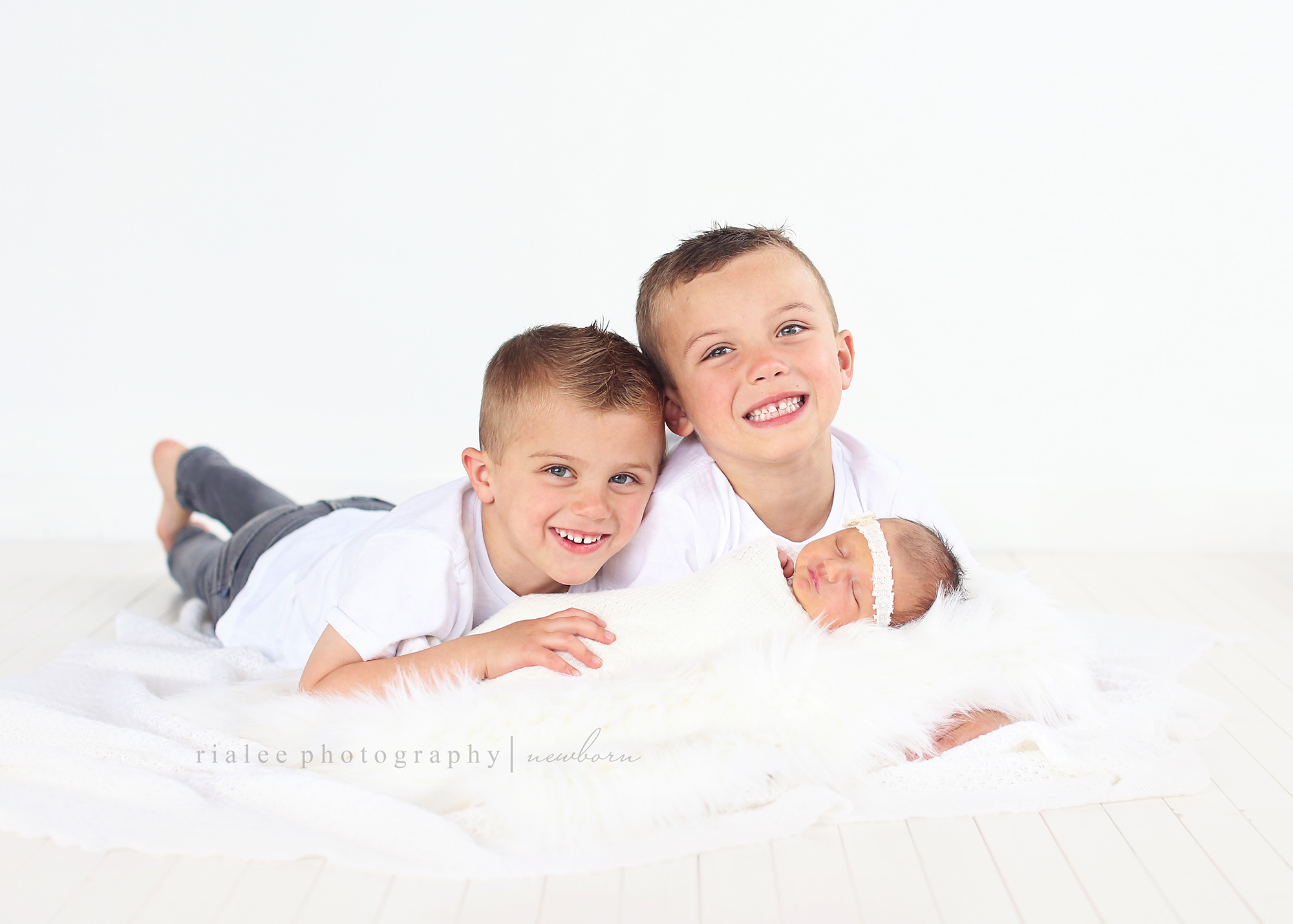 siblingnewbornphotos.jpg