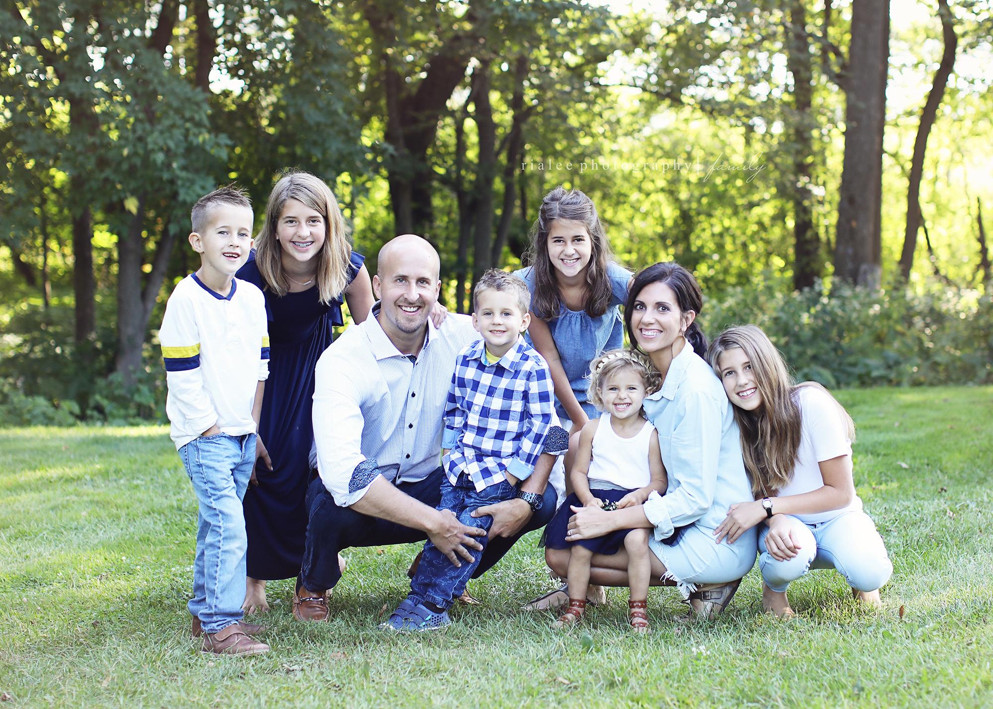 largefamilyphotographerfargond.jpg