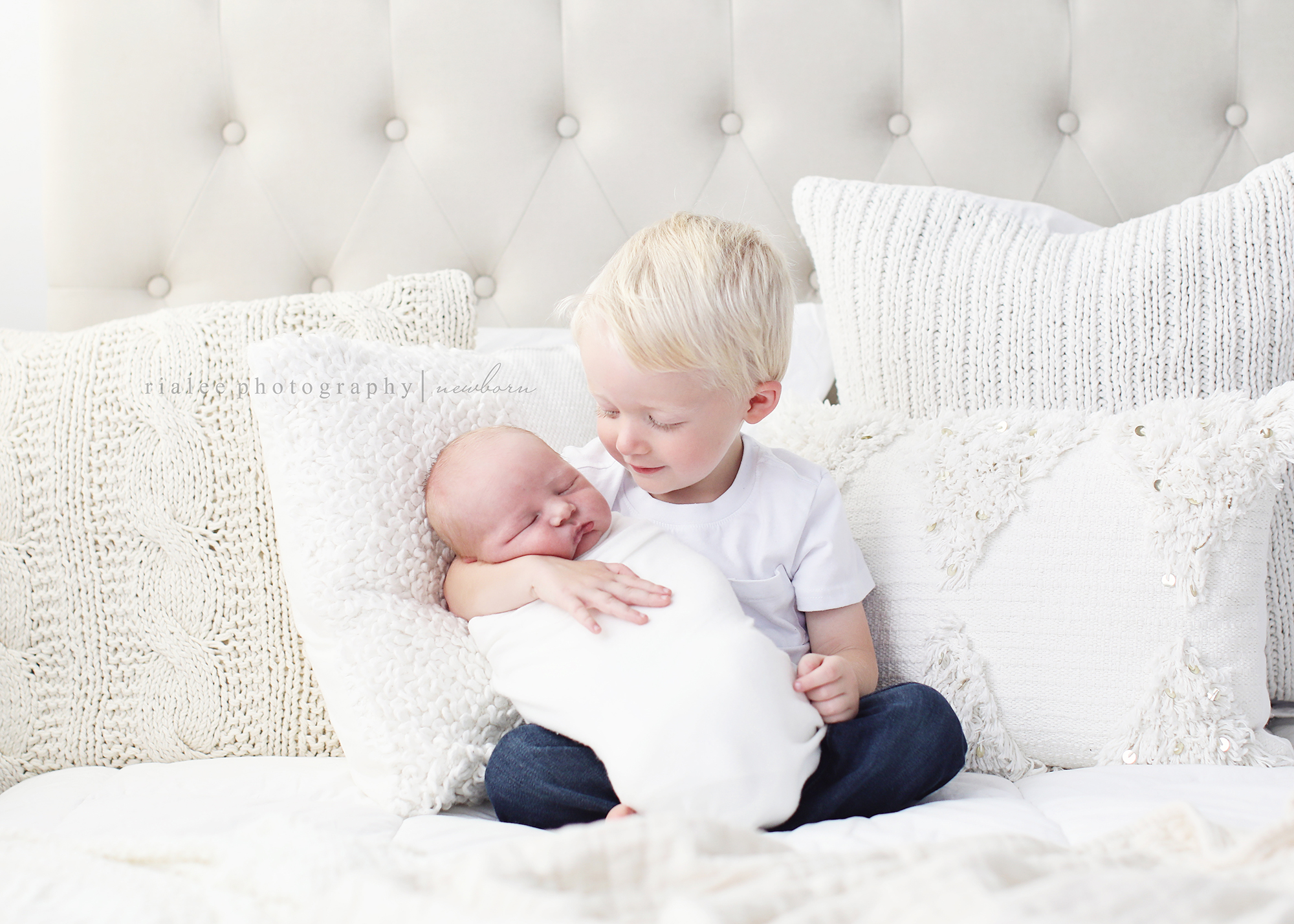 newbornphotographerfargond.jpg