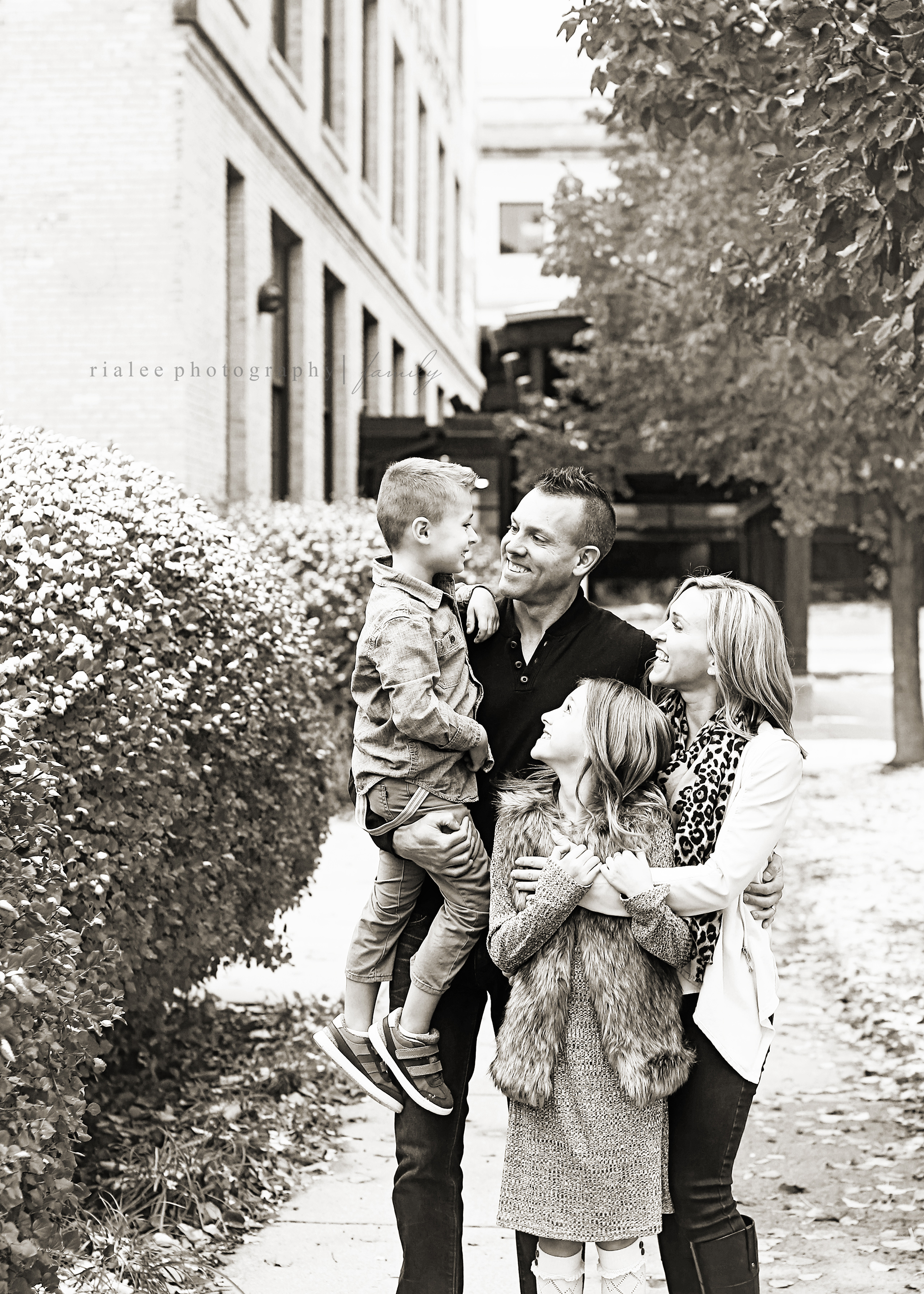 downtownfargofamilyphotographer.jpg