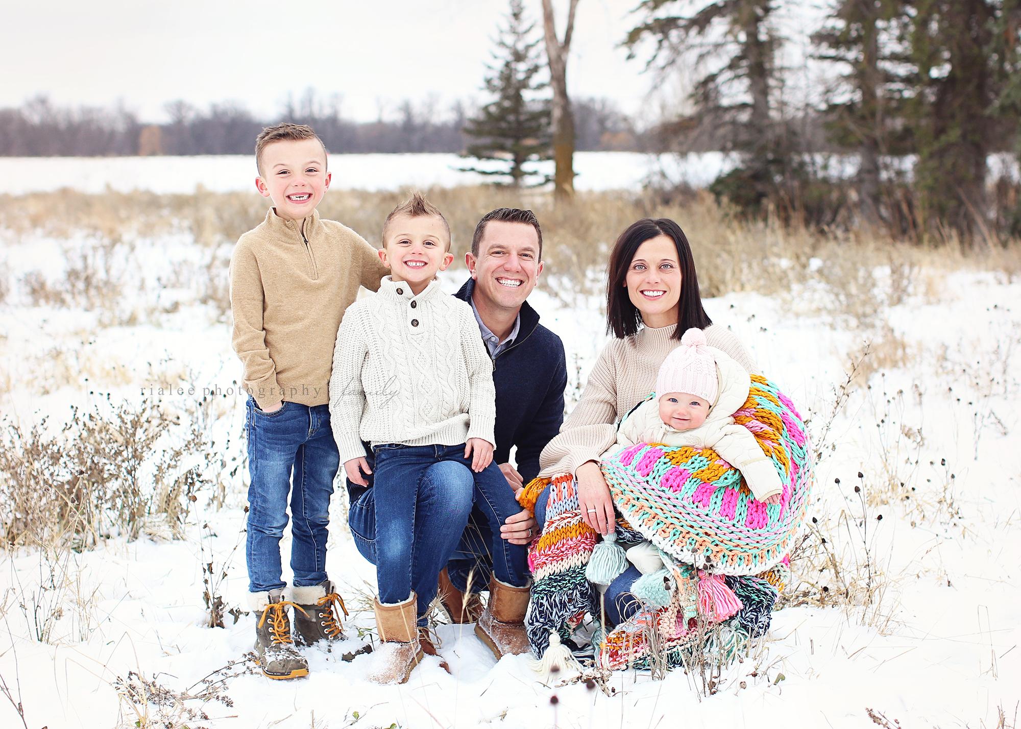 familysnowphotos.jpg