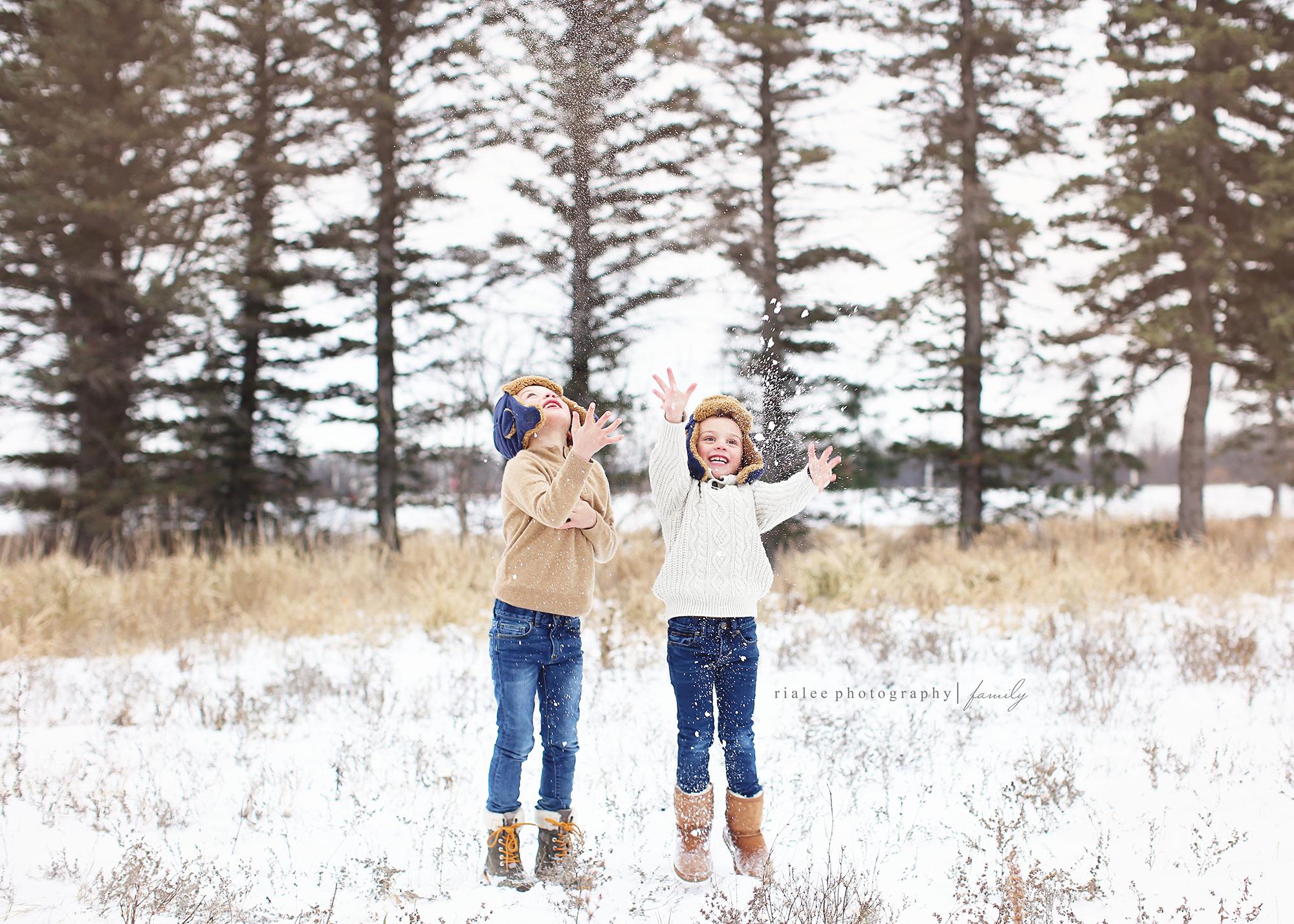 wintersnowphotoswithkids.jpg