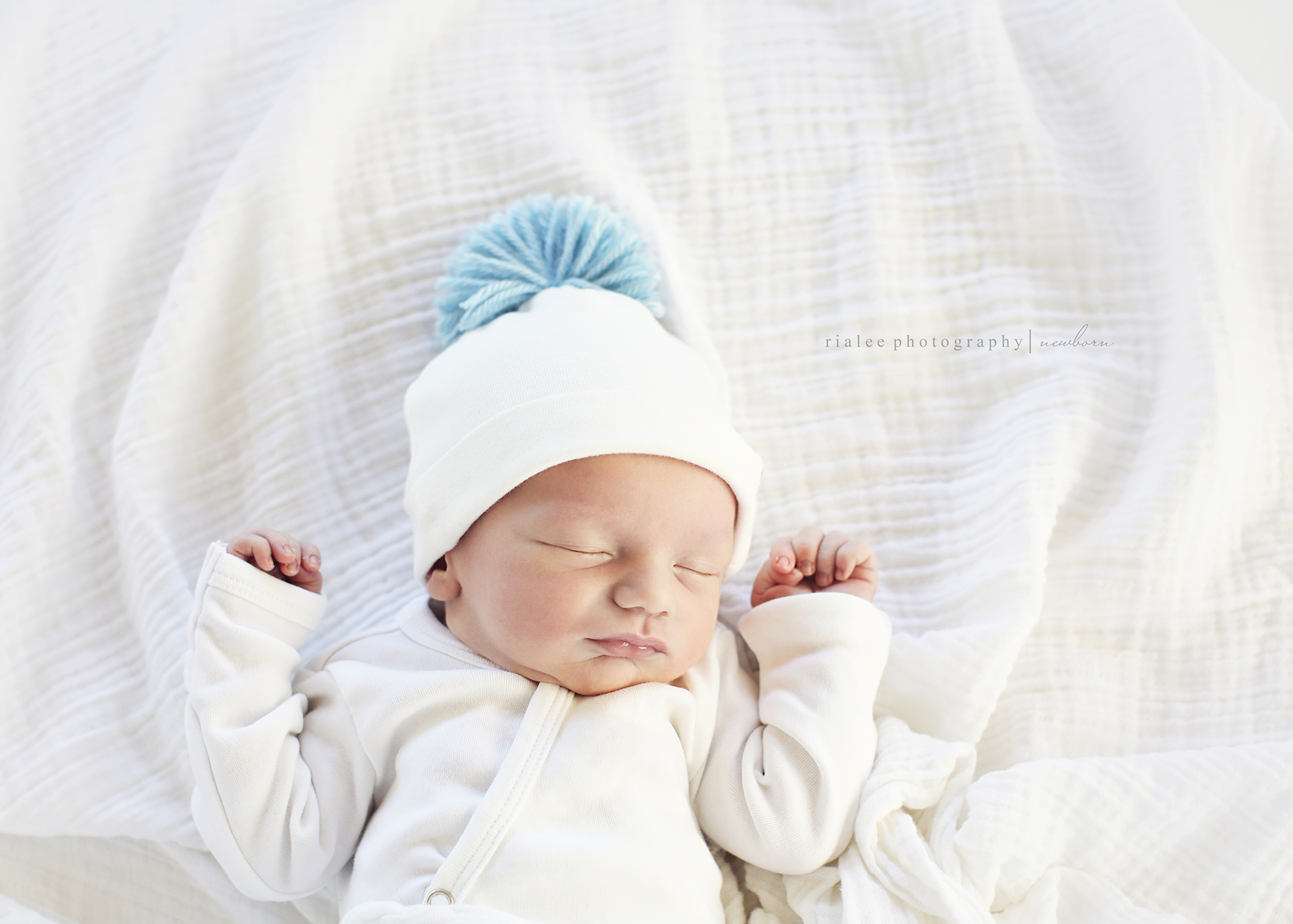fargondnewbornphotos.jpg