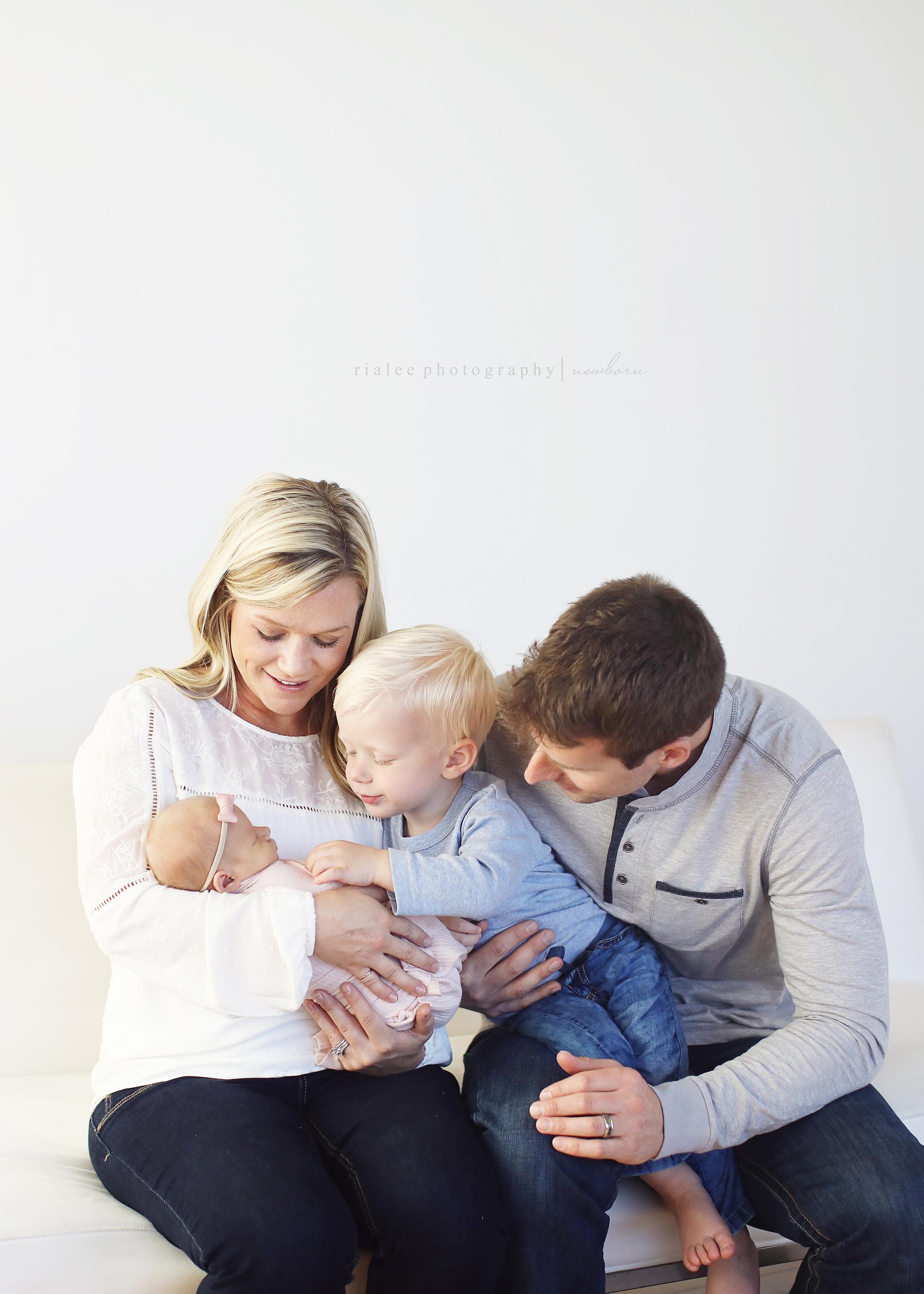 newbornfamilyphotosfargo.jpg