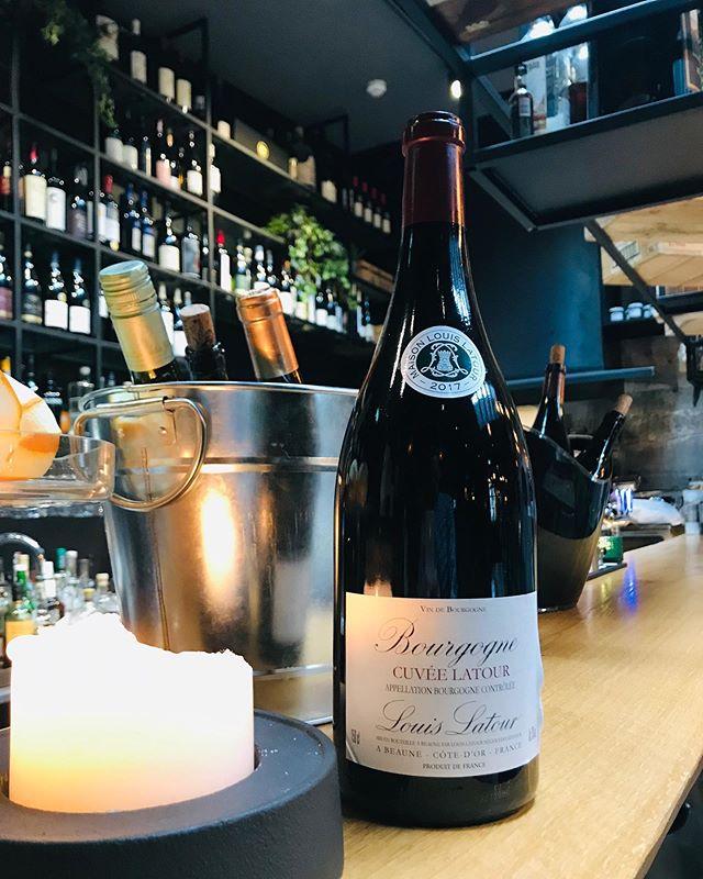 Glas af góðum Bourgogne í vonda veðrinu🍷👌