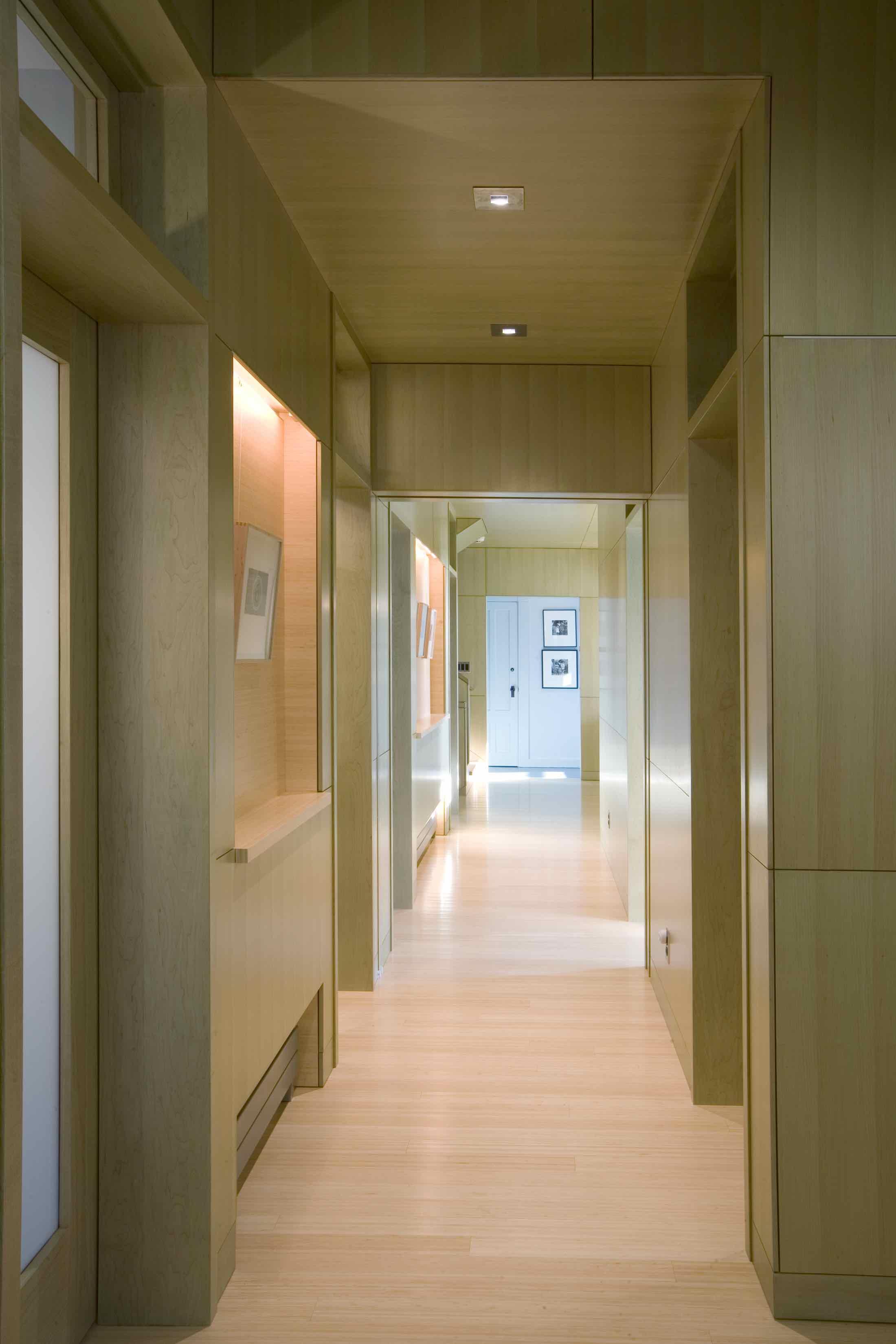 10 AVISNQ_MH_PV_INT_17 harpoon hallway.jpg