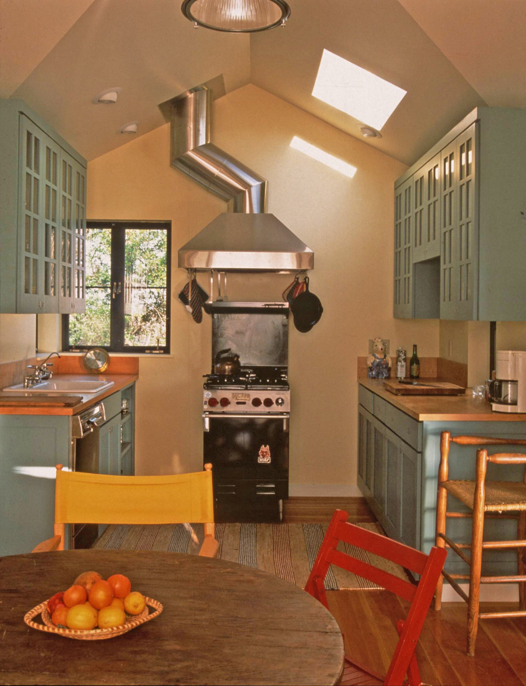 05.5 BERGGRUEN kitchen_lightened.jpg