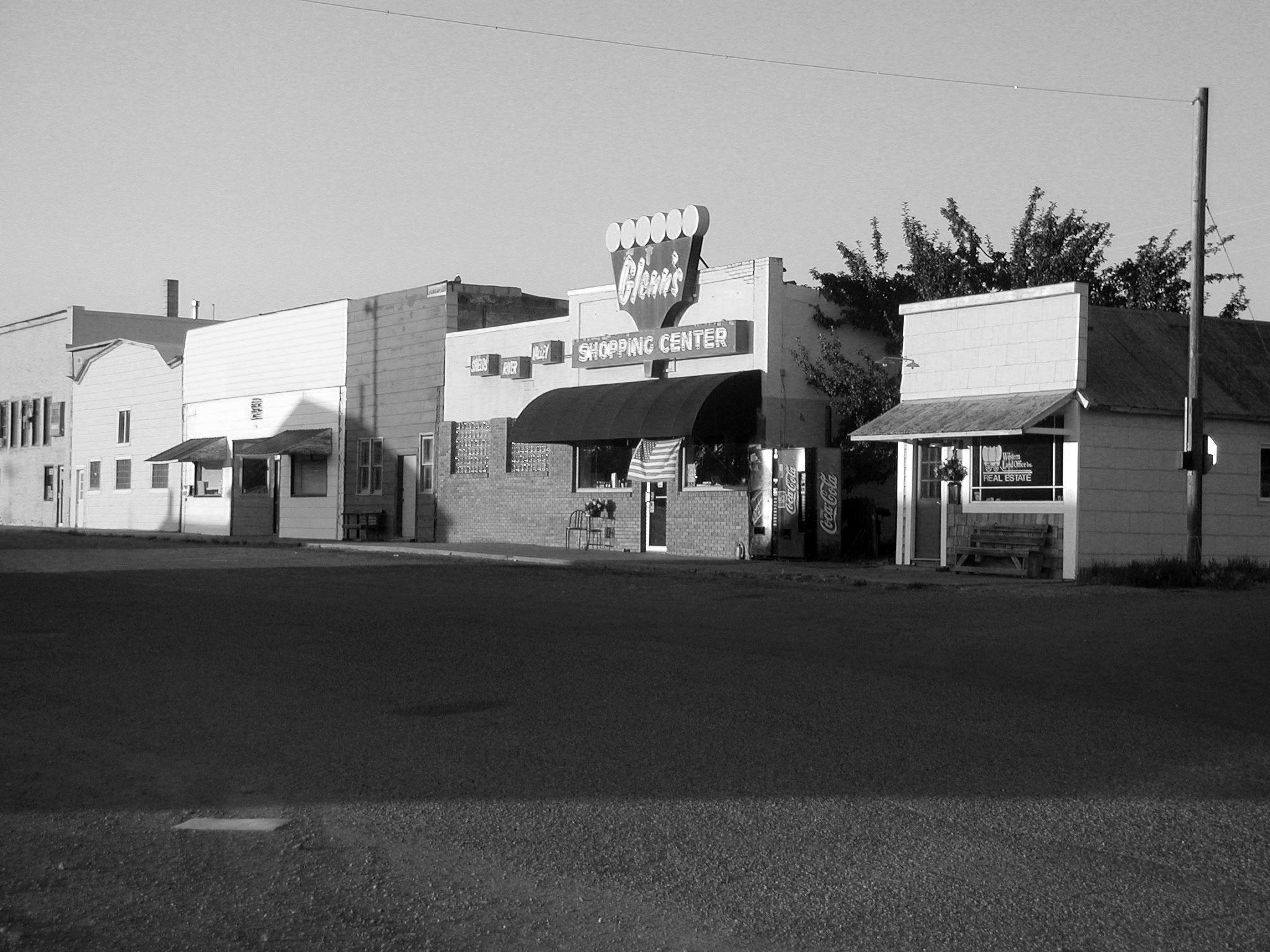 02 BANK_BEFORE_ext_04_miles ave_BW.jpg