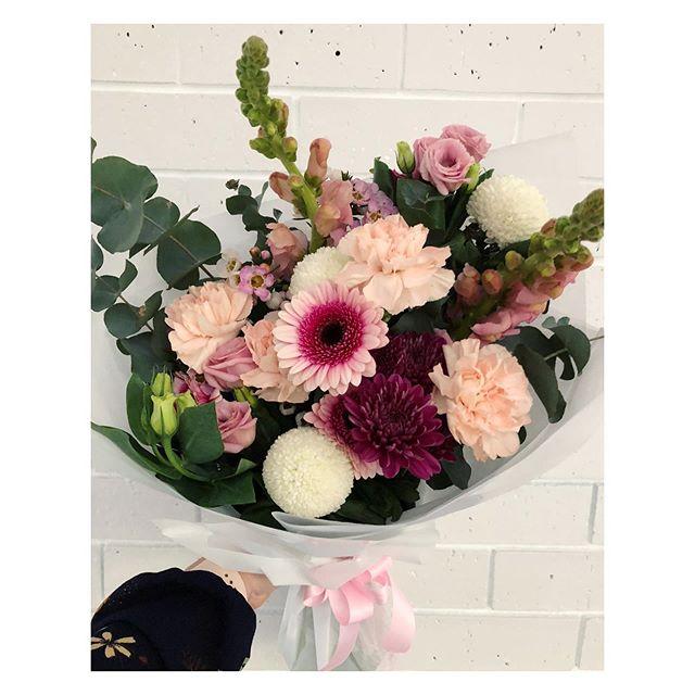 ~ Monday Mood ~ • • • • • • • • #forgetmeknotflora #posy #pinkblooms  #nelsonbay #mondaymood  #shopsmall #shoplocal #flowersofig #portstephensflorist #flowerstudio #portstephenswedding #delicateblooms #weddingflorist #portstephensweddingflorist #lovemyjob #floristandflowers #psiloveyou