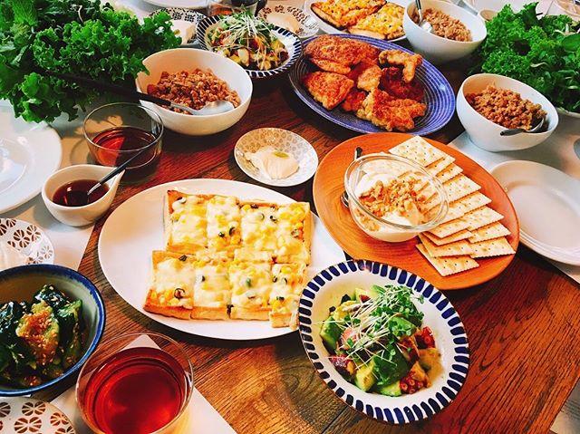 ・ 先週末は吉田 愛先生の和食レッスンでした。 前回大好評だったおつまみレッスン、第2弾❣️愛先生オススメの美味しい日本酒3種をいただきながら、みんなでワイワイ楽しいレッスンになりました😊🍶 ・ 【メニュー】 ・旨ダレたたききゅうり ・青唐辛子醤油 ・ピリ辛ツナコーンマヨのお揚げピザ ・タコとアボカドの柚子胡椒マリネ ・クリームチーズ豆腐 ・万能肉味噌 ・山椒七味のフライドチキン  パパっと出来る簡単レシピでどれも美味しい✨食後にはお茶漬け&デザートと盛りだくさんでみなさんにも喜んでいただけたのではないでしょうか😊 ・ ご参加いただき、ありがとうございました🙇♀️✨ ・ ・ さて、和食レッスンですが今週末3日も開催いたします! 若干名空席がございますので募集いたします。 ・ 手作りめんつゆをご紹介する夏のアンコールレッスンです。 夏の定番のそうめんは海老や錦糸卵などをトッピングしご馳走そうめんに。自家製めんつゆと胡麻だれで食べ飽きない一品に仕上げます。 とうもろこしのかき揚げは、失敗せずにサクッと揚げるコツをご紹介。さっぱりした鶏と夏野菜の南蛮漬けも覚えておくと役立つ主菜です。 ・ ●手作りめんつゆと胡麻だれのご馳走そうめん ●鶏と夏野菜の南蛮漬け ●焼きなす ●タコとワカメの土佐酢ジュレがけ ●鱸のあられ揚げ ●とうもろこしのかき揚げ ●おつまみ枝豆 (スイカシャーベットのレシピ付き) ・ 日時:8月3日(土)10:30~13:30 費用:9,000円 (レッスン料、材料費、食事、ドリンク代すべて込み) ・ お日にちが迫っておりますので確実にご参加頂ける方のご応募をお待ちしております。 先着順となりますので、ご希望の方は下記の情報をFACEBOOKのメッセージまたはインスタグラムのDMからお送りください。 担当者からご連絡させて頂きます。 ・ 会員の方⇒【お名前・ふりがな・電話番号】 新規の方⇒【お名前・ふりがな・携帯番号・住所・メールアドレス】 ・ みなさまのご参加、お待ちしております🎶 ・ ・ #ateliershiori #料理教室 #代官山 #料理研究家 #フードコーディネーター #料理 #おうちごはん #習い事 #cooking #cookingram #cookingschool #cookingclass #foodstyling #shioriレシピ  #和食 #吉田愛