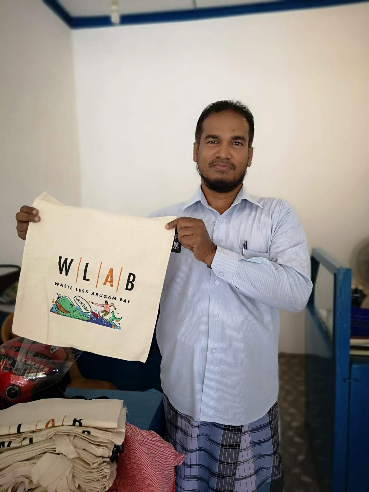 Plastic bags? Nah, thanks. Get you WLAB cloth bag at our recycling center and bring it for your shopping in Arugam Bay.