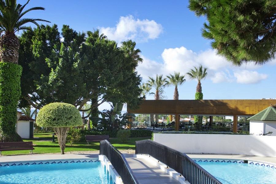 Tropical Garden & Pool -