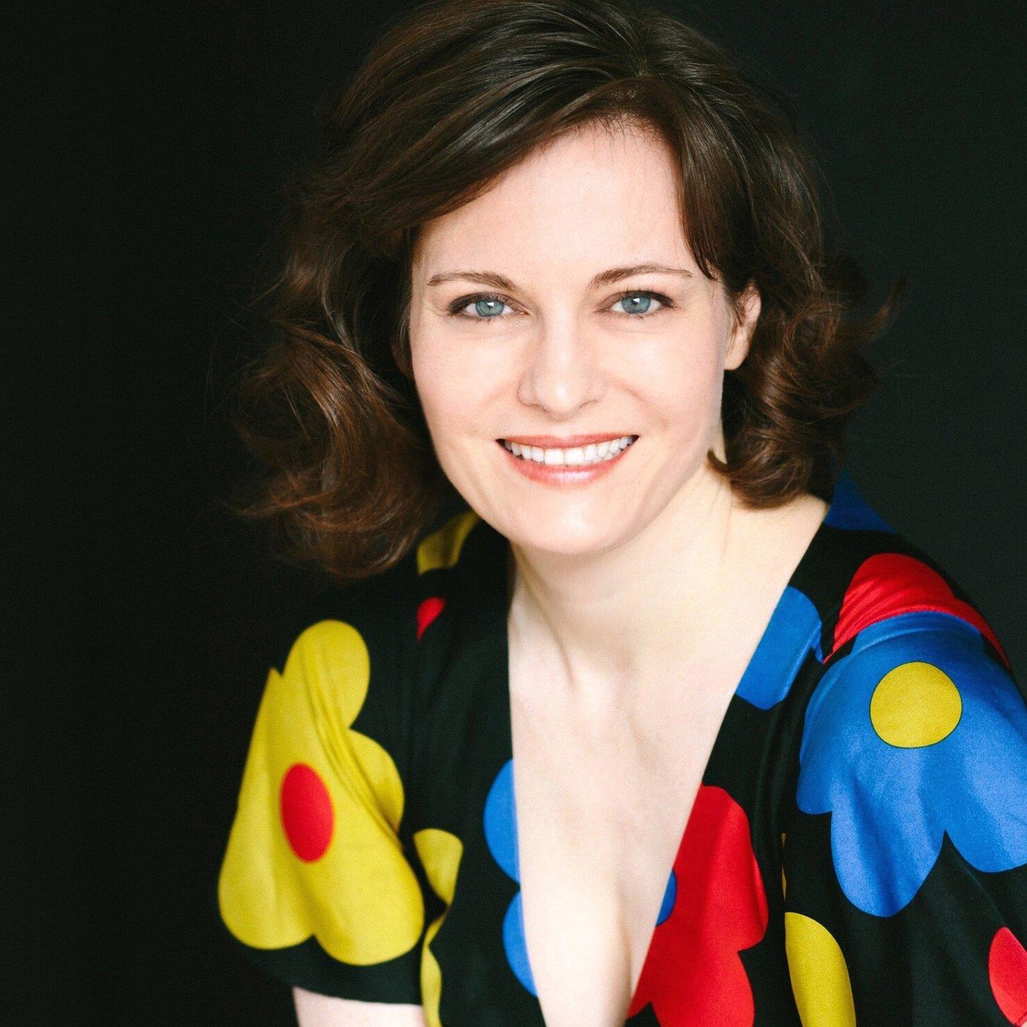 Tracy Cowart,  mezzo soprano