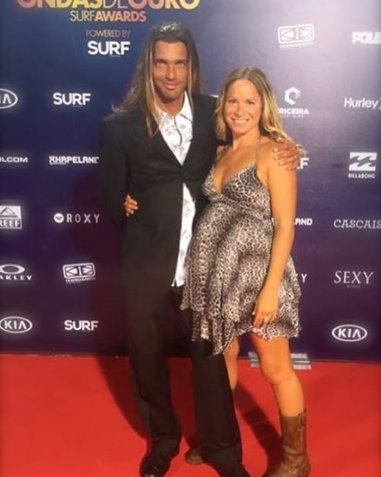 """Just had to share this throwback from four years ago...that time Tarik and I were on a """"Red Carpet."""" 😜 Happy Friday. #redcarpet #happyfriday #toofunny #4yearsago"""