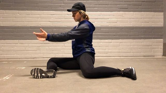 🔥 Hip Flow 🔥 The 90/90 position allows for many variations to increase hip mobility...here are 3 of my favorites to help open and fire up those hips! These will also help relieve low back pain and stiffness. 1) back knee external rotation x5 then flow to other side for 5 reps on other side. 2) Front shin: 5 sec. push into ground / 5 sec. lift off ground (knee to ankle off floor)/ 5 sec. stretch (Hinge at hips, chest over shin) 3) Back foot lift internal rotation hold for 5 sec. / Drop heal and rotate and reach to back shin. ✨it's important to remember good posture through all of these!✨ • • #zoprozone #hips #mobility #activation #hockey #rangeofmotion #backpain