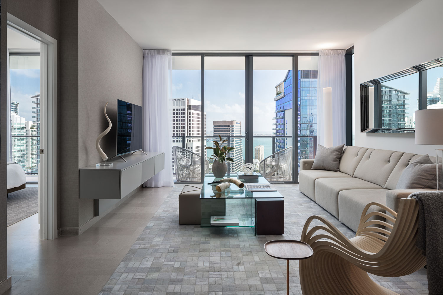 In addition to commercial and retail space, there are short-stay hotel guest rooms, long-term luxury hotel residences, and apartments and condominiums for purchase or rent.