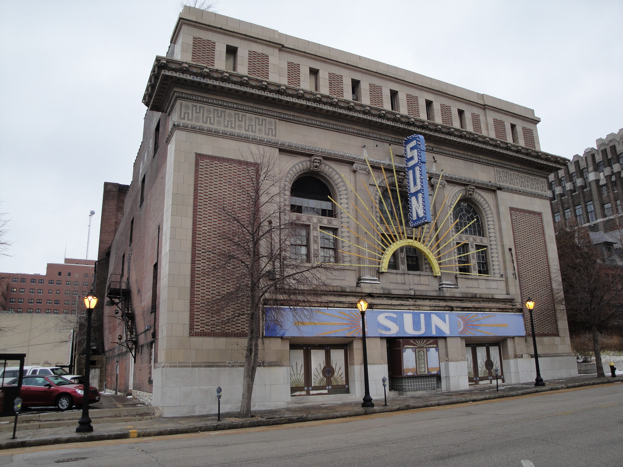 Sun-Theater-St-Louis-1.jpg