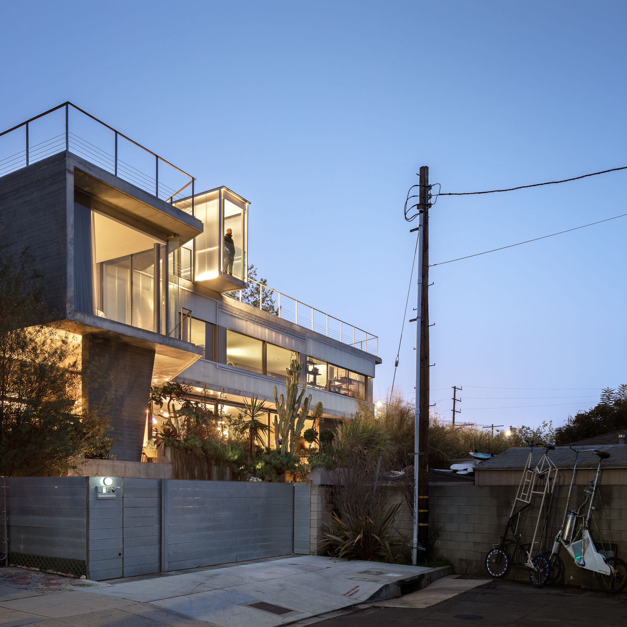 Water House, Venice, CA - Kulapat Yantrasast / wHY Architecture