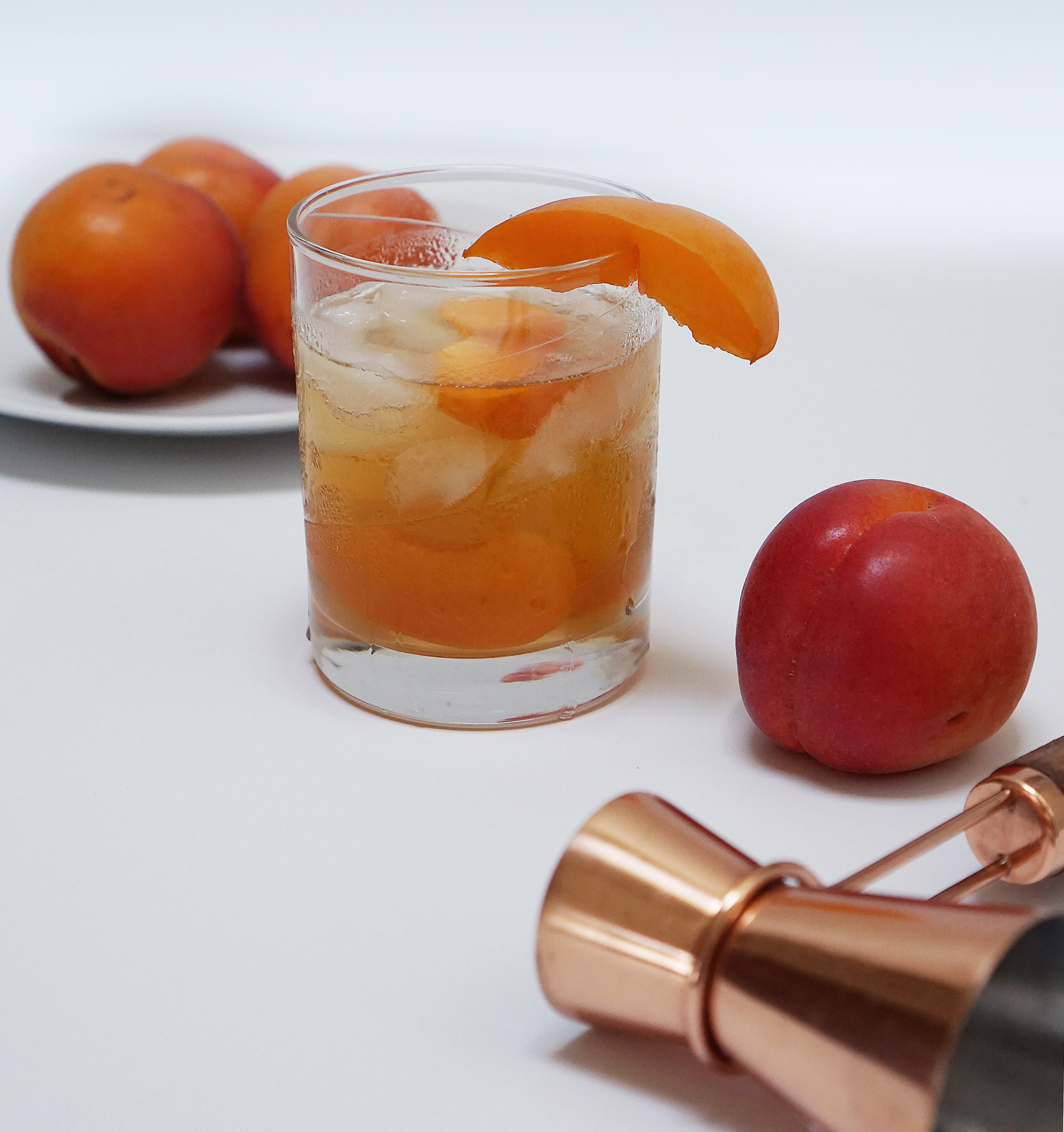 Apricot delight - Fresh apricot, pureed⠀Mint leaves to taste⠀0.5 oz fresh-squeezed lemon juice⠀1.5 oz gin⠀