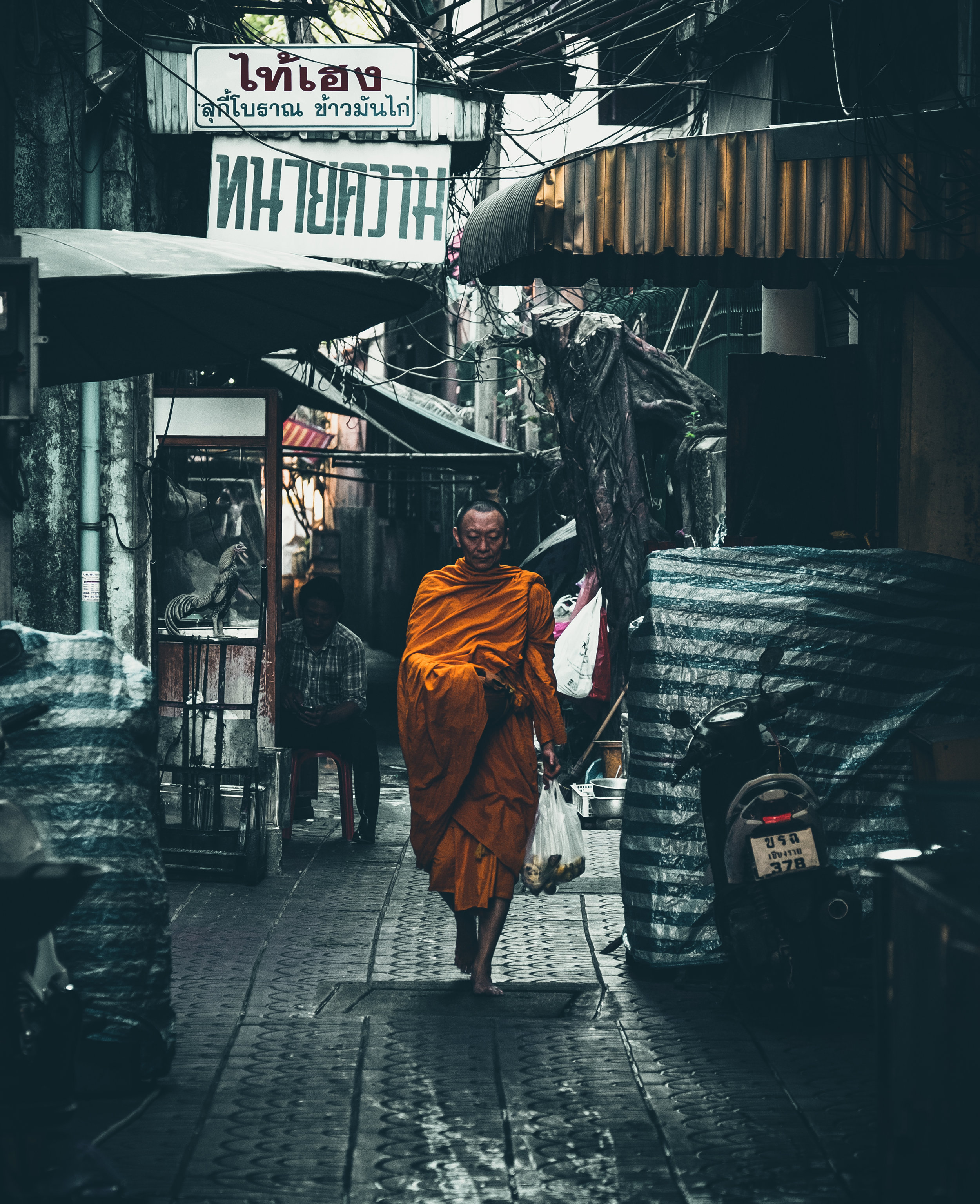 chinatown-yaowarat-bangkok-thailand-street-photography-raw-urban-studios-fujifilm.jpg