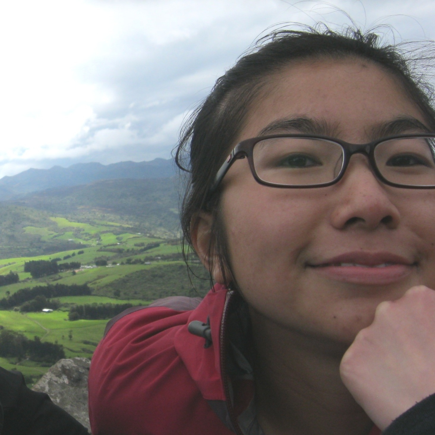 Lucy Huang  Supervisor: Monica  Lucy grew up in Dunedin where she graduated with a BSc (Hons) in Microbiology from the University of Otago. She then moved to Wellington to start a PhD with Monica, investigating bacterial chemotaxis in the plant pathogen Pseudomonas syringae pv. actinidiae (causative agent of kiwifruit canker).  Combining her passion for art and research, Lucy wants to become a scientific illustrator and hopes to improve science communication.  Outside of the lab, Lucy likes to play pool, go rock climbing, and be around dogs.