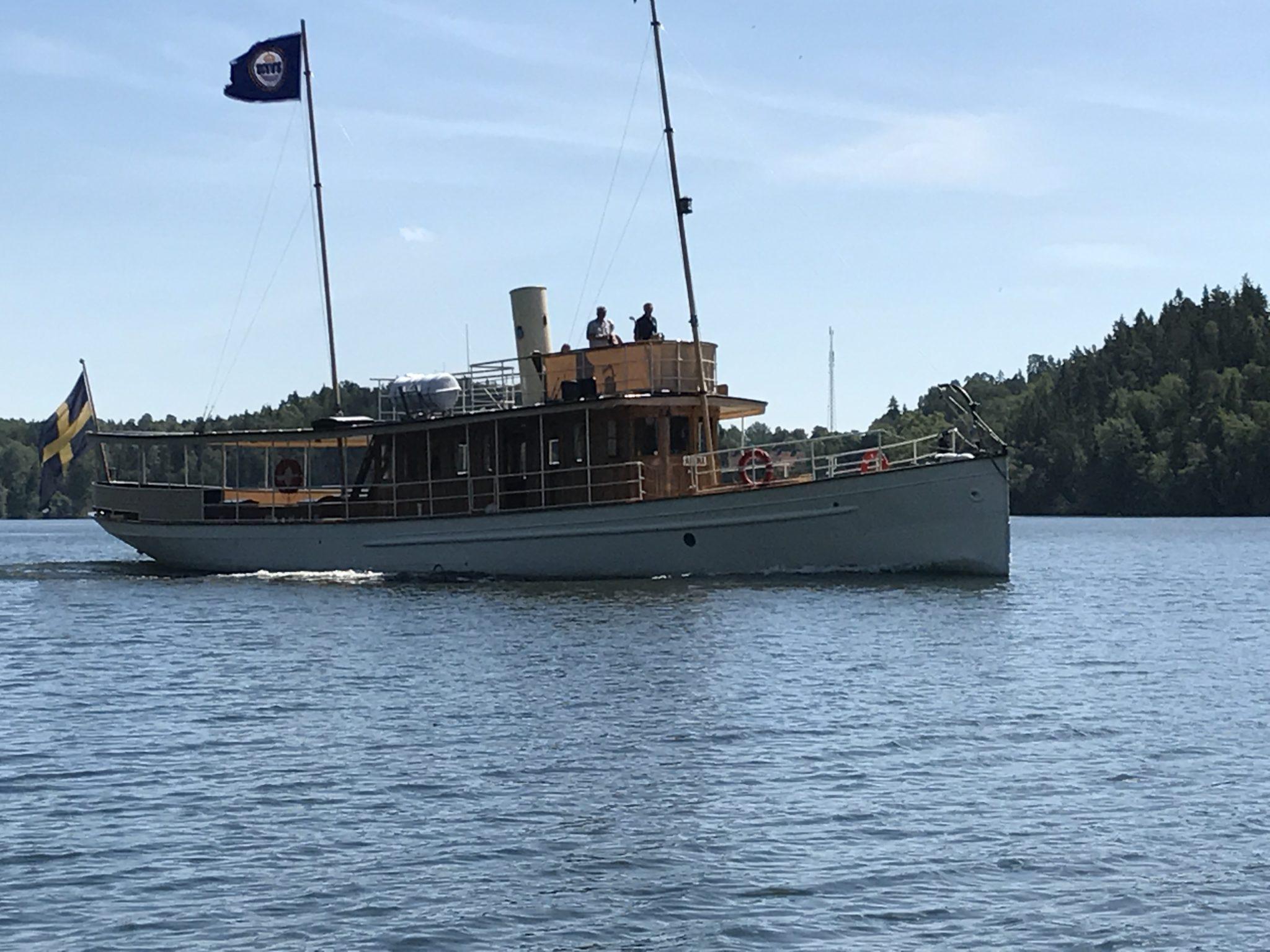 Arona gick i täten som det anstår ett chefsfartyg.