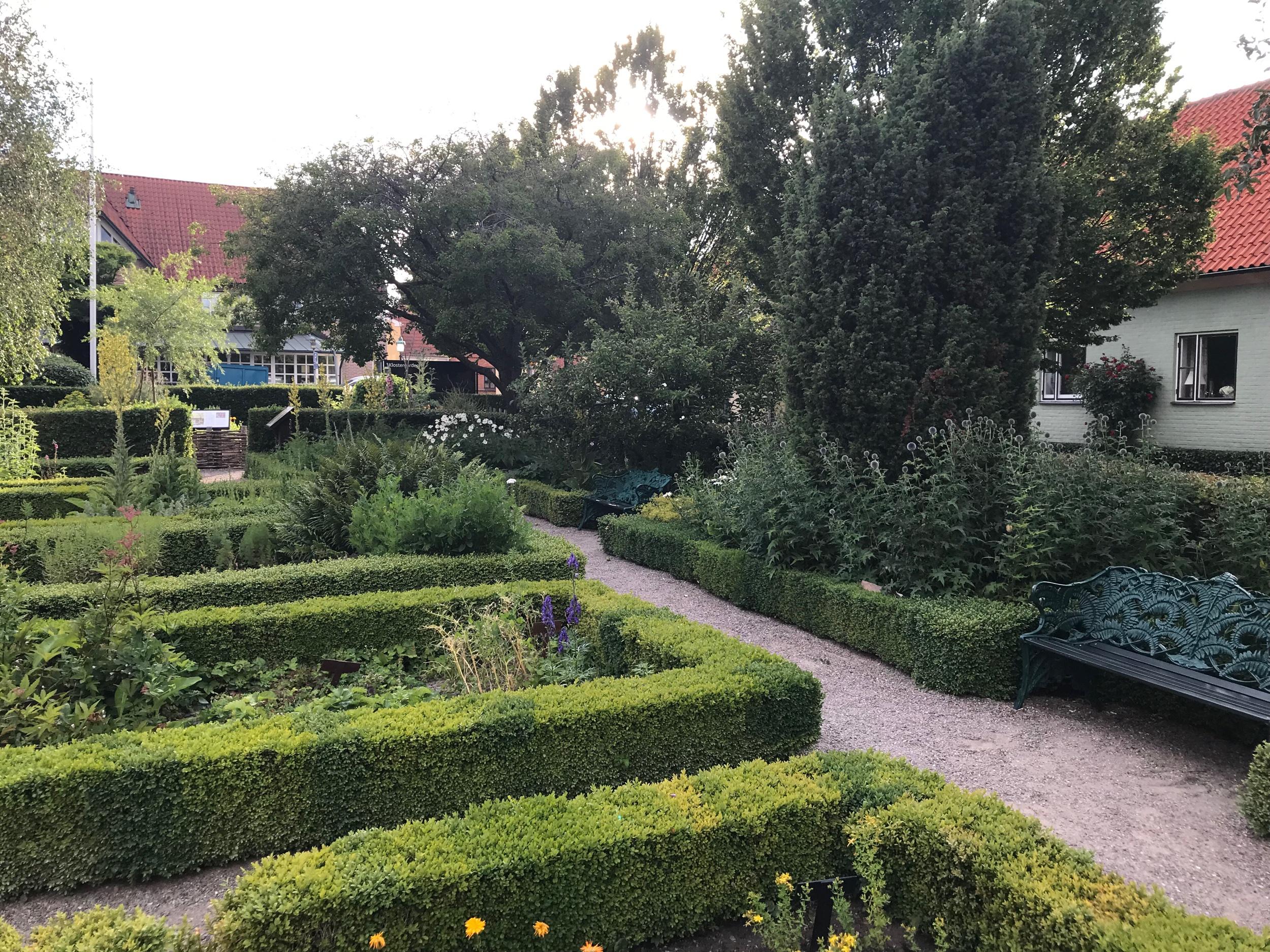 Och sedan blev det Ystad detta är delar av kloster trädgården.
