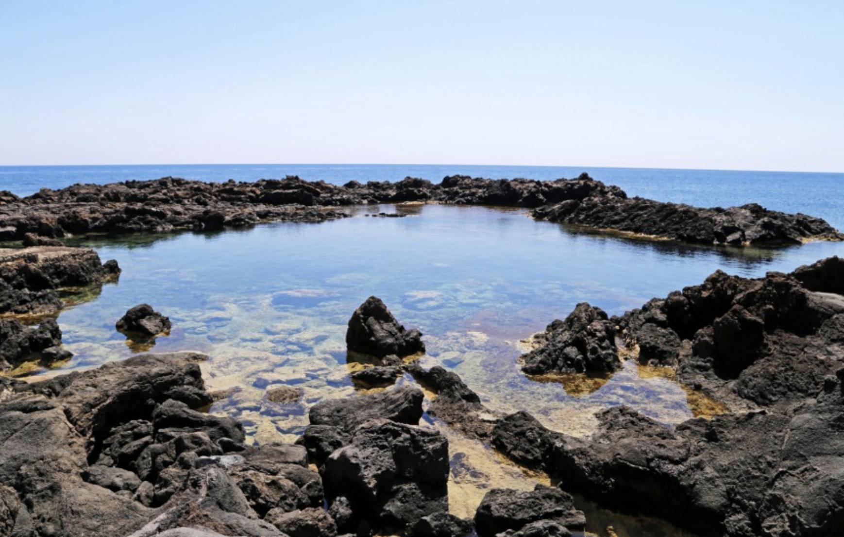 Tulivuorten laavasta muodostuneet rannat hurmaavat Linosalla