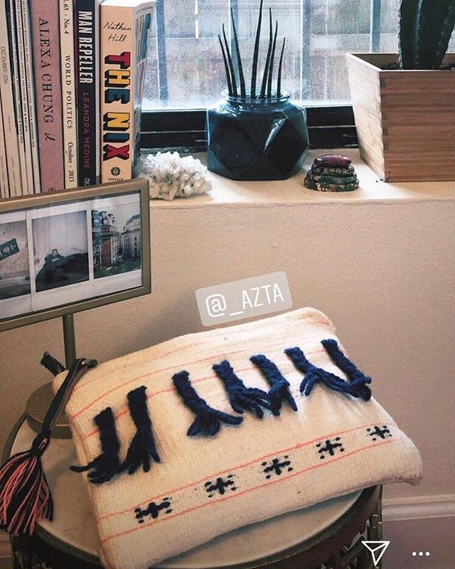 Is there ANYTHING more exciting than when your online order finally arrives?! Our IZI clutch is looking cozy at its new home in Chicago with @alliemarge.  Thank you to our incredible community for your support! 🙏💕