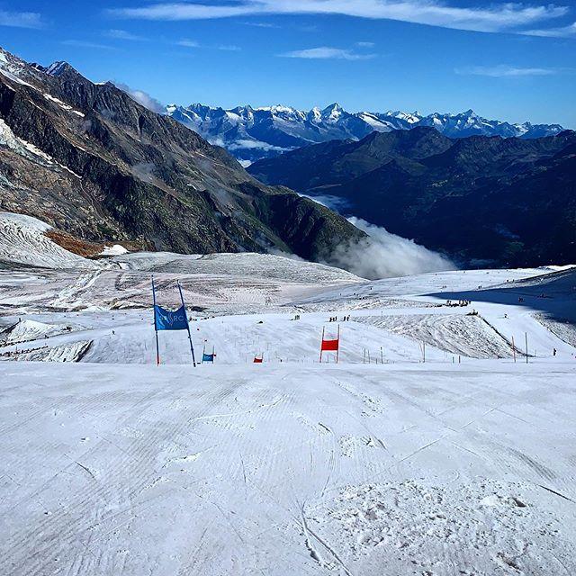 Another day, another run #Skiracing #ski #saasfee #spsrc #training #skirun #summerskiing #glacierskiing #sun #skiracing #mountains #snow #switzerland #views