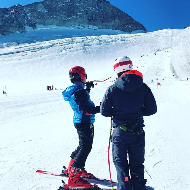 Talking line and tactics with the team last year on October camp in @hintertuxergletscher #pinnacleski #skiracing #training #sports #skiing
