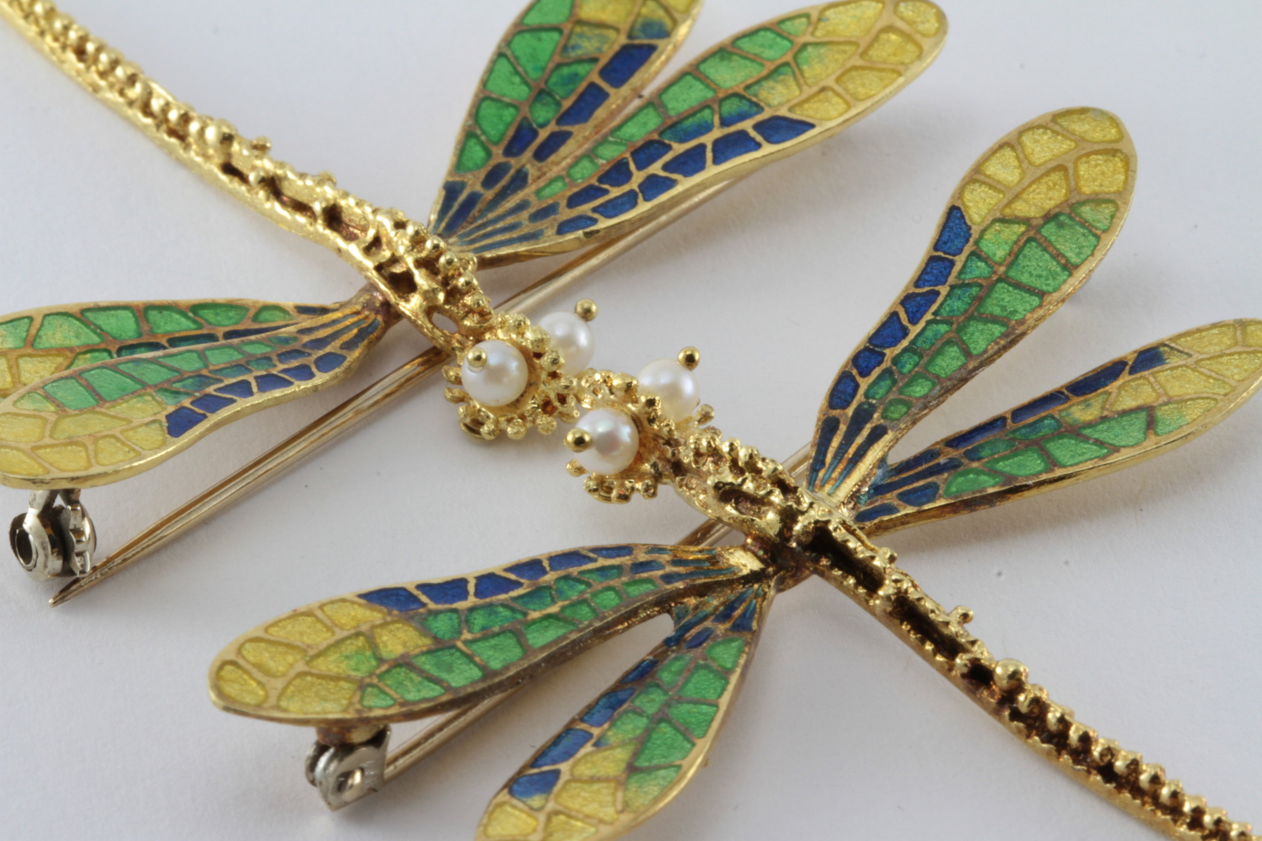 RARE A PAIR OF ENAMEL DRAGONFLIES IN 18K GOLD - (SEE WHAT OTHER PICTURES, SIDE BY SIDE)