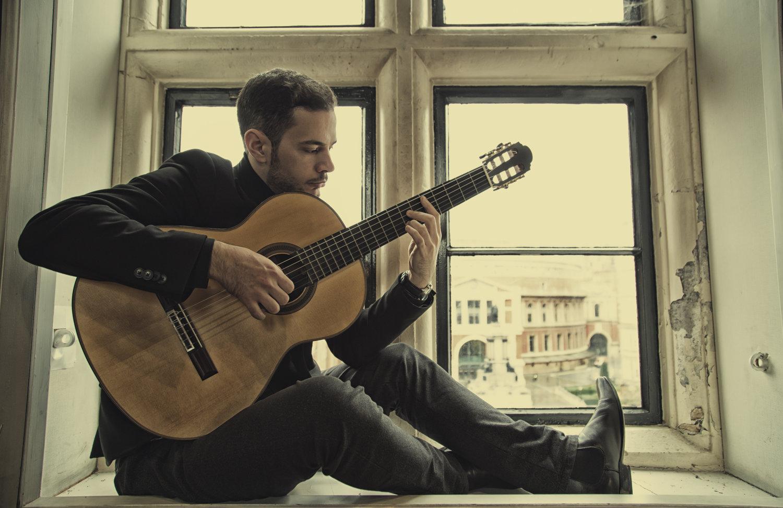 Nikos Baroutsakis, classical guitarist