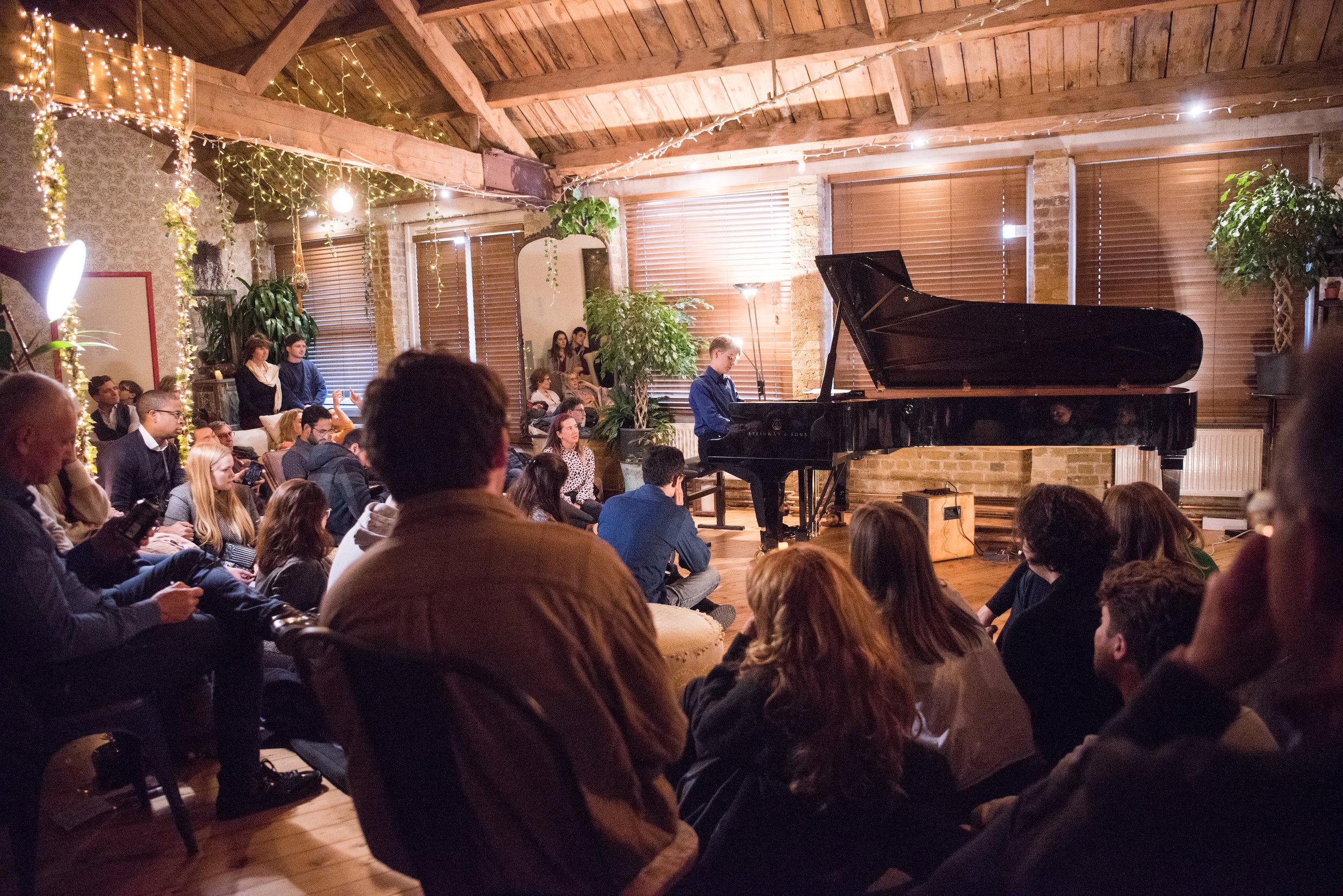 Sam Peña, piano