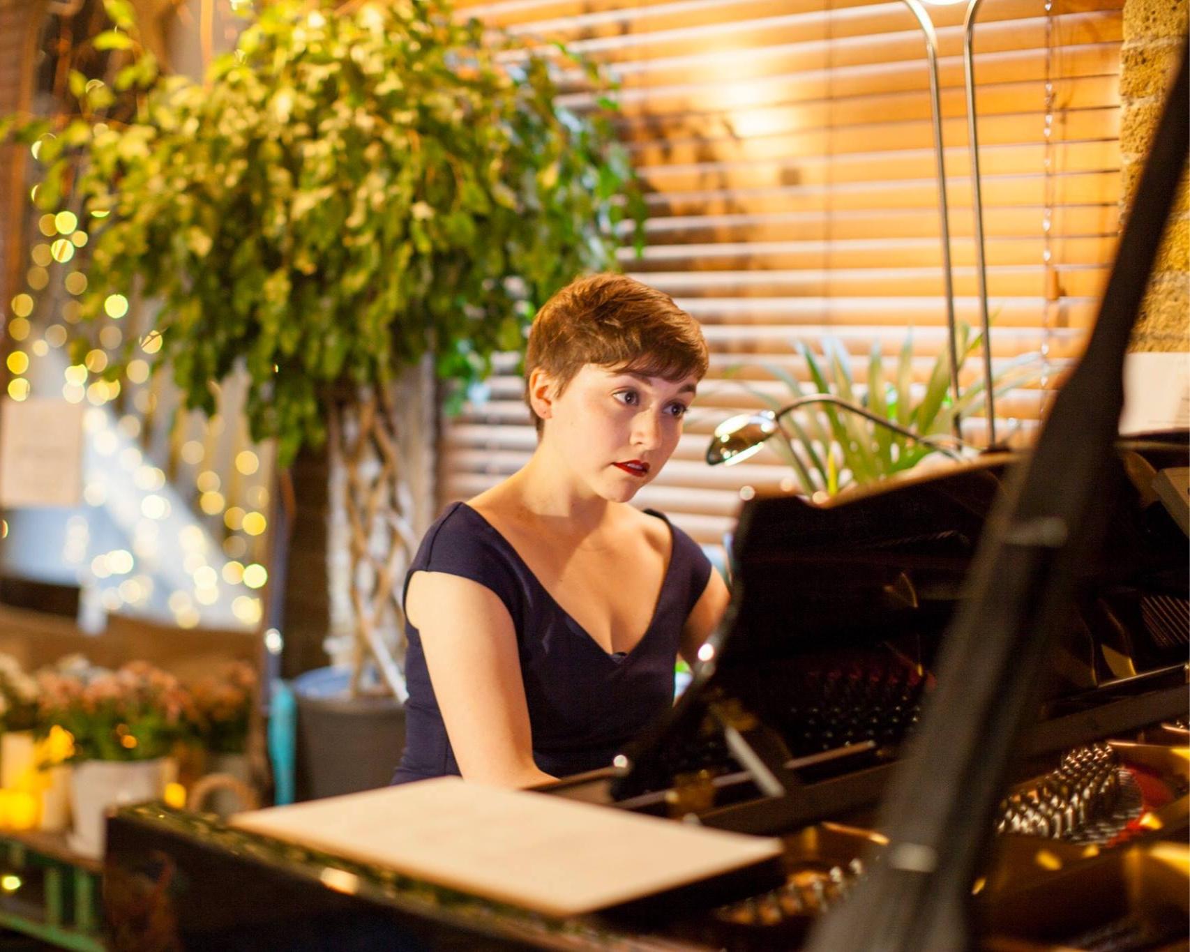 Erika Gundesen piano | DEBUT at Shoreditch Treehouse.jpgEri