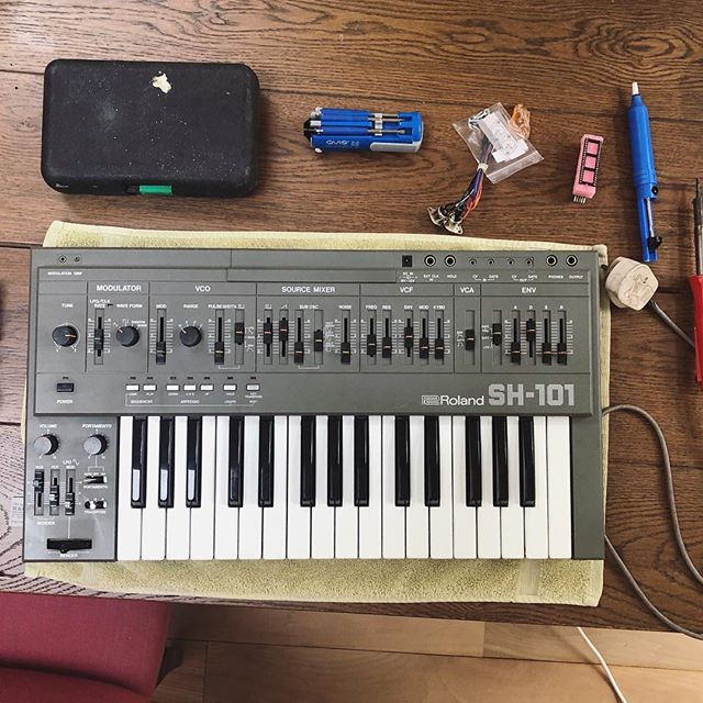 Installing the @tubbutec mod on my #SH101, adding MIDI functionality, improved sequencer and other cool features. Worth burning myself multiple times with the soldering iron. #synthporn