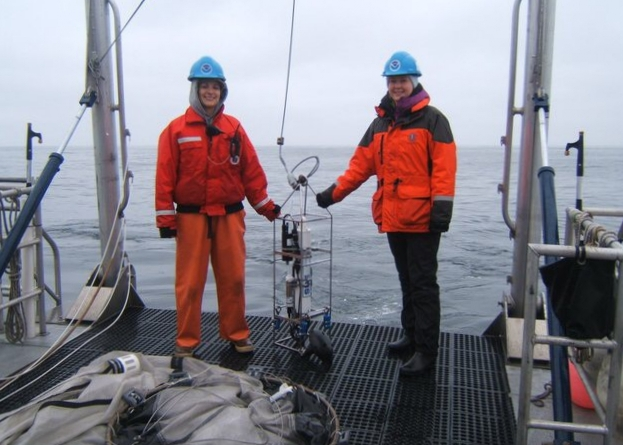 Kaitlin Graiff and Andrea Dransfield (right) with conductivity temperature depth (CTD) sampling equipment, photo by Jaime Jahncke