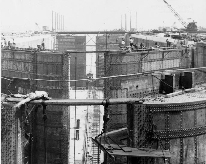 Gatun_Lock_Construction,_Panama_Canal,_March_12,_1912.jpg