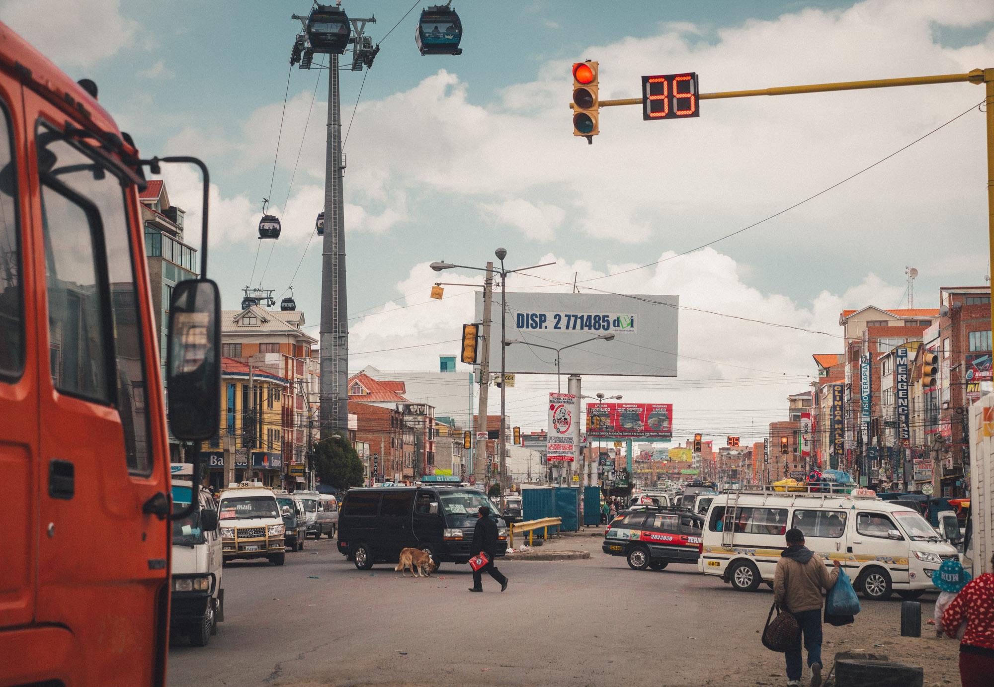 Avenida Juan Pablo II, the main road through El Alto towards La Paz.