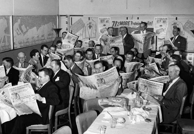 people-reading-newspapers-13.jpg